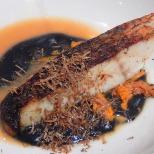 Filetto di Ombrina dorato, brodo leggero di finferli e tartufo nero.
